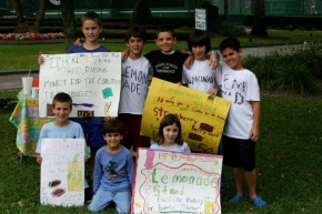 Millson-Place Lent Lemonade Stand 2008